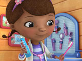 Doc McStuffins cleans teeth